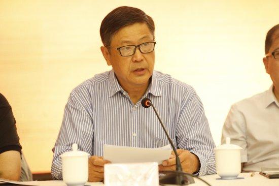 ▲省广播电视协会第五届理事会常务副会长陈大军作工作报告