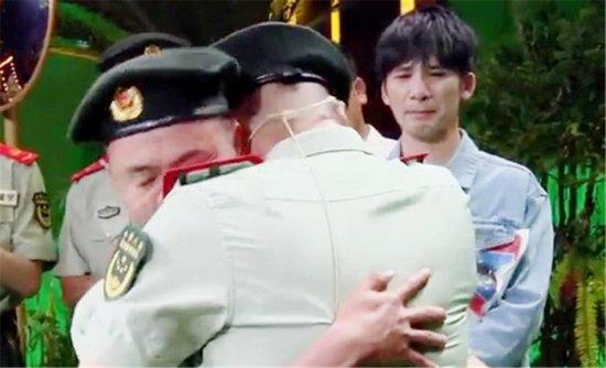 大张伟见李进军与战友拥抱落泪